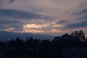 Quito - Sonnenaufgang auf der Hotelterrasse