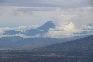 Rückfahrt nach Quito - Ein aktiver Vulkan