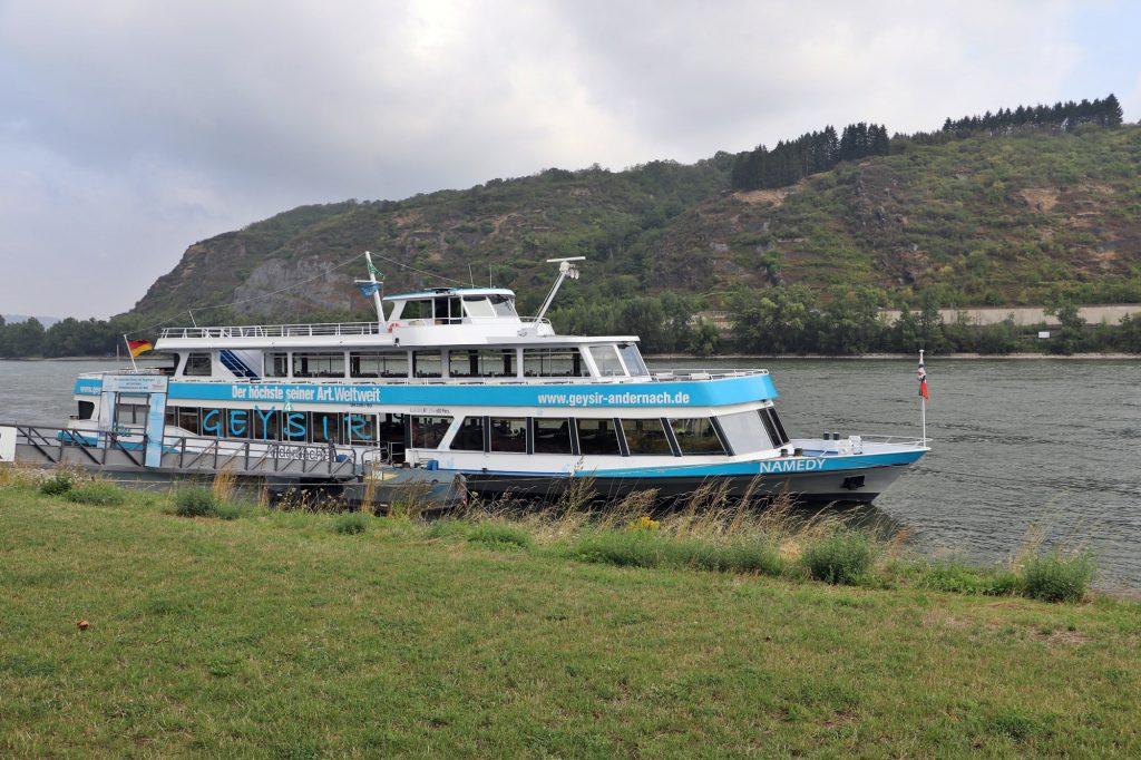 Andernach - Rheinanlagen, Boot zum Geysir